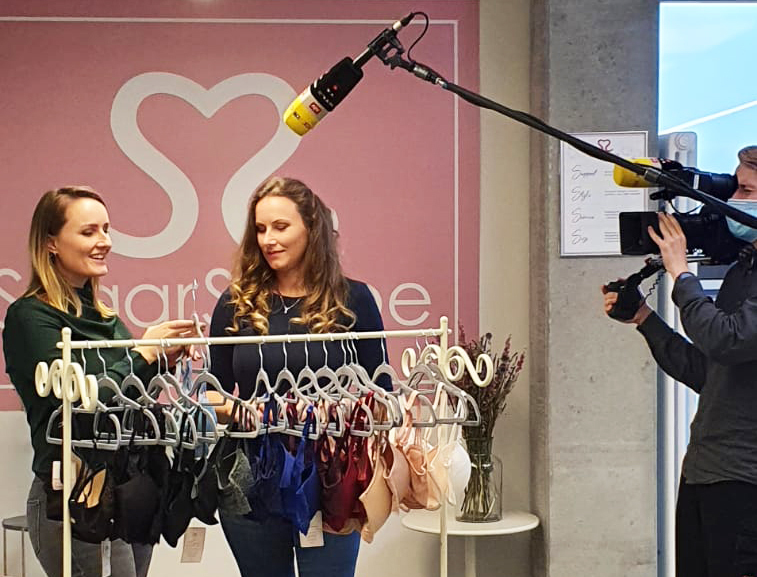 Die SugarShape Schwestern bei einer Reportage von RTL.